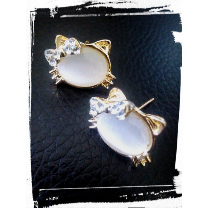 Boucle d'oreille  Kitty Pearl blanc